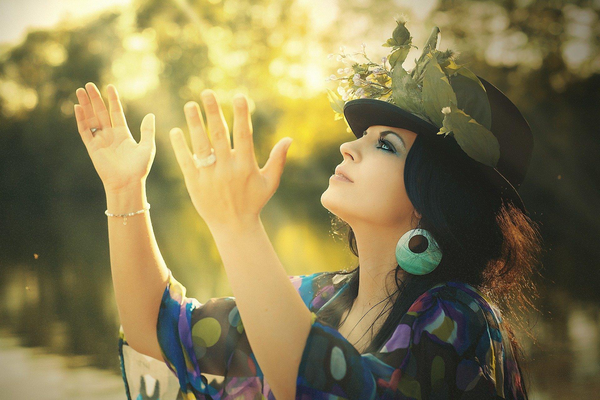 Femme qui chante -Les couleurs de la Joie